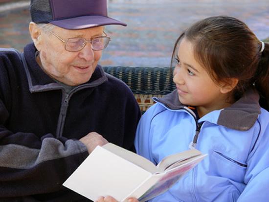 Épargne : 32% des grands-parents économise pour leurs petits-enfants, au-delà d'un budget annuel de 1.650€ pour les dépenses courantes