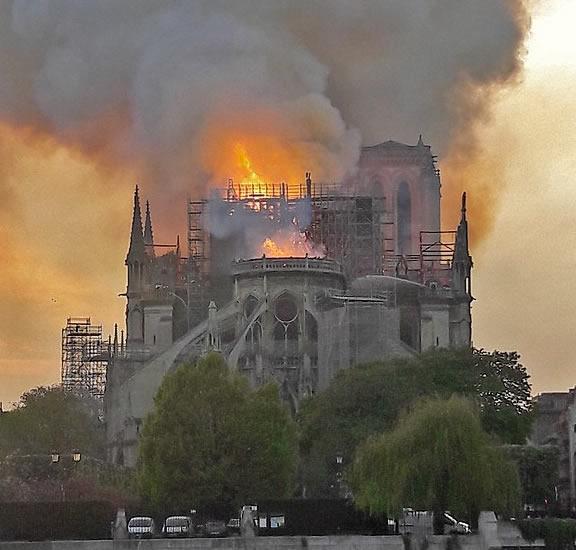 Don pour la reconstruction de Notre-Dame de Paris : 75% de réduction d'impôt