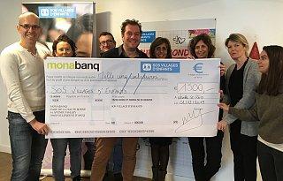 Monabanq remet un chèque à SOS Villages d'Enfants