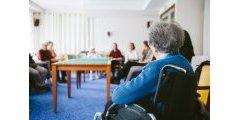 Maison de retraite : un senior sur deux doit payer encore plus de 1 850 € par mois, une fois les allocations déduites