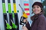 Prix des carburants : chèque énergie étendu à 2 millions de foyers supplémentaires et doublement de la prime à la conversion
